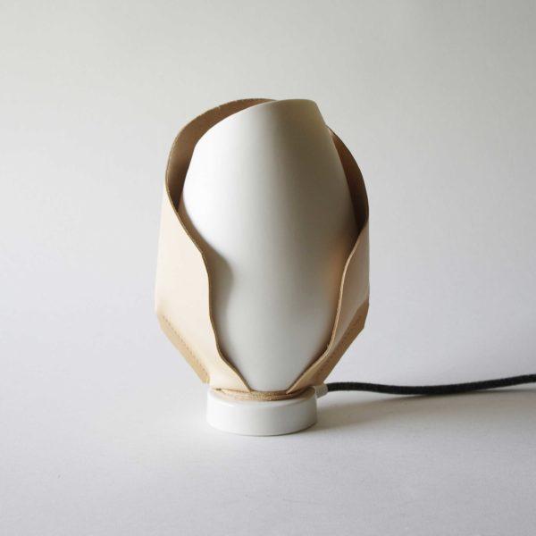 Lampe Eclipsis Cocréation Atelier Passage secret x Laetitia Fortin Cuir et porcelaine de Limoges (13)